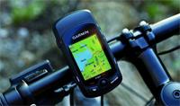 Der GPS-Fahrradcomputer Edge 705 von Garmin mit Brustgurt sowie Geschwindigkeits- und Trittfrequenz-Sensor im pocketnavigation.de Test...