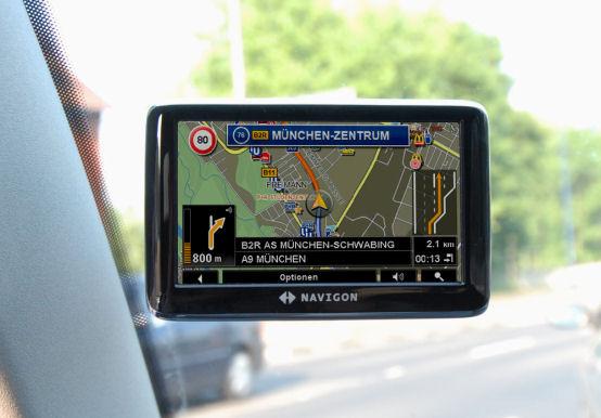 NAVIGON 4310 max - Fahrzeughalterung - 1