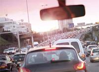 Besonders Männer nehmen sich das vermehrte Verkehrsaufkommen zu Herzen...