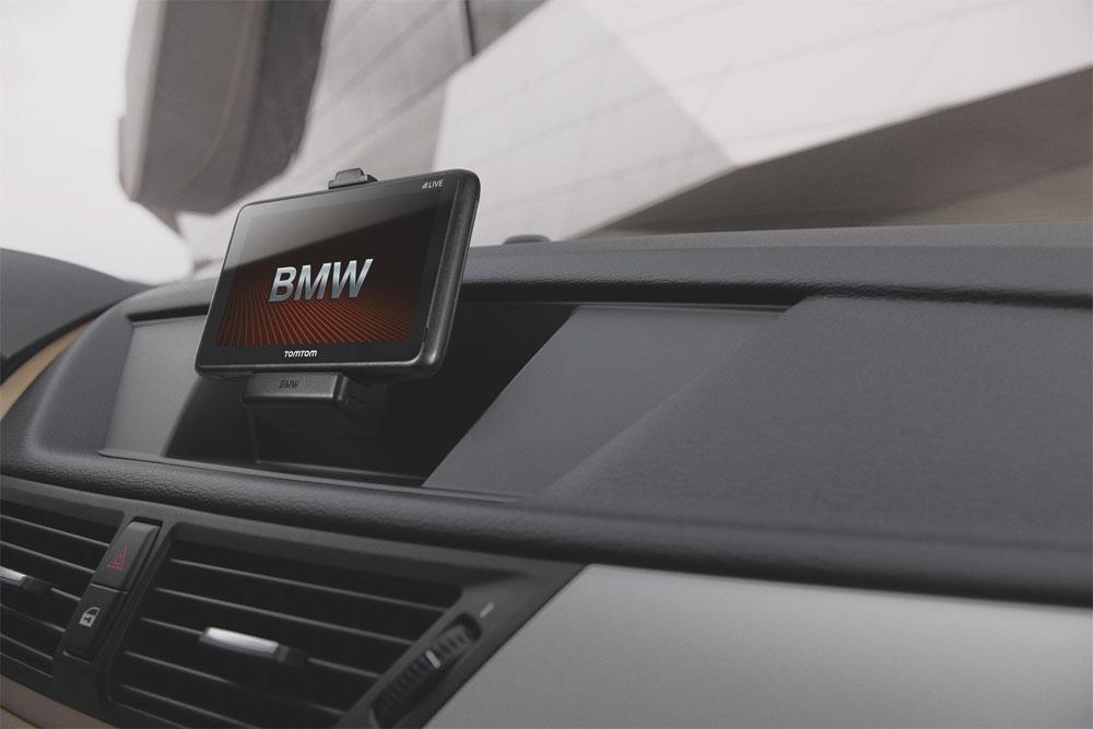 Die TomTom LIVE Nachrüstlösung für BMW ist ab sofort europaweit