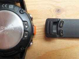 Steckerverbindung an Gehäuserückseite und USB-Klipp