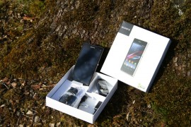 Lieferumfang Sony Z1 Compact. (copyright: Sebastian Abel)