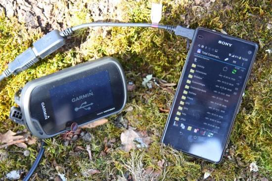 Garmin Oregon 650t mit USB-Kabel an das Z1 Compact angeschlossen.(copyright: Sebastian Abel)