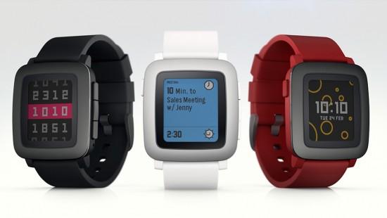 Pebble Time in den Farben Schwarz, Weiß und Rot