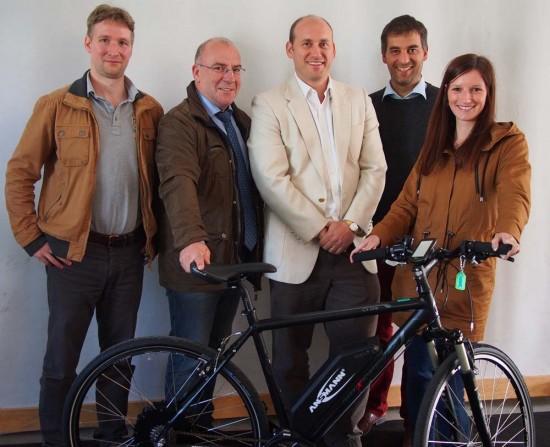 v. links n.rechts: (GPSTuner), Ralph Herbertz (BarosGmbH), Tomas Nagy (GPSTuner), Hannes Neupert (Extra Energy) , Kristin Kügler (KOMSA)
