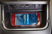 Induktive-Smartphone-Ladestation-von-Kia-291