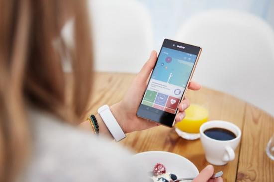 Sony-Xperia-Z3-_SmartBand-2-SWR12