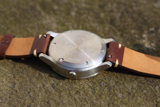 Die Armbänder der Garmin vivomove lassen sich über Schnellverschlüsse schnell wechseln.