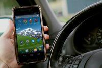 smartphone-im-auto-titel